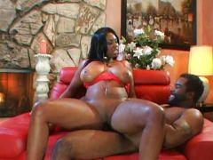 Ebony mit grossen Titten braucht Sex
