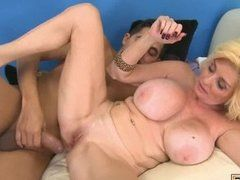 looking BBW Solo Dildo Spiel back and